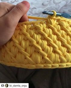 I love learning new stitch techniques, because it helps me to increase the variety on my crochet projects. I want to show you the jasmine crochet stitch. Crochet Bowl, Crochet Basket Pattern, Crochet Stitches Patterns, Stitch Crochet, Tunisian Crochet, Crochet Motif, Slip Stitch, Diy Crafts Crochet, Crochet Projects