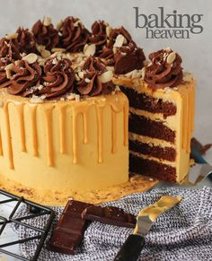 Mini Easter Cheesecakes! - Jane's Patisserie Lemon Meringue Cheesecake, Lemon Cheesecake Recipes, No Bake Lemon Cheesecake, Chocolate Raspberry Cheesecake, Caramac Cake, Caramac Cupcakes, Biscoff Cupcakes, Chocolate Easter Cake, Triple Chocolate Chip Cookies
