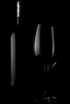 in vino veritas Or Noir, Fade To Black, In Vino Veritas, Black N White, Color Black, Matte Black, Black Swan, Everyday Objects, Happy Colors