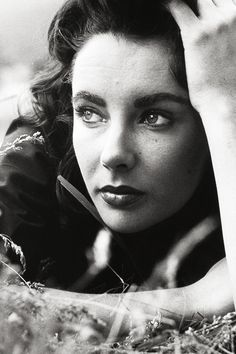 Elizabeth Taylorphotographed byPeter Basch, 1955