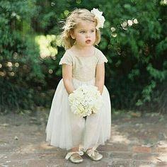 Wedding Inspiration from EmmaHuntLondon X How cute...#flowergirl #Wedding #huntthatwedding  #Repost @noivasdesergipe ・・・ Fofa! Fofa! Fofa! By @blogdiadeamor -  A fofinha das flores! :sparkles::cherry_blossom::two_hearts: via @emmahuntlondon :leaves: #blogdiadeamor #daminha #flowergirl #casamentod