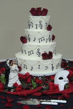 Phantom of the Opera Wedding Cake...I absolutely love this.