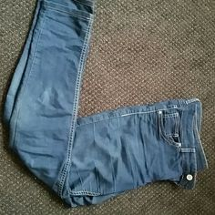 H&M jeans Size 10 comfortable jeans! So soft and hugs curves! Gently used condition :) H&M Jeans Skinny