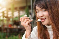 Who Doesn't Like Delicious Yogurt? Apart From Its Yummy Taste, It Has Numerous Health Benefits. Are You Too Fond Of Yogurt? Can You Eat Yogurt Everyday? Kefir, Bulgarian Yogurt, Greek Yogurt Protein, Greek Yoghurt, Black Russian, Lose Weight, Weight Loss, Super Healthy Recipes, Healthy Foods