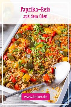 Neues aus der 5-Zutaten-Küche: Paprika-Reis aus dem Ofen! Hier gart alles auf einem Blech – das spart viel Zeit und der Mini-Abwasch ist auch ruck, zuck erledigt. Paella, Vegetable Pizza, Main Dishes, Food And Drink, Lose Weight, Vegetables, Ethnic Recipes, Ratatouille, Foodies