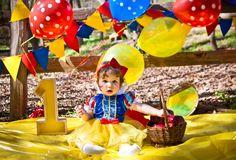 A look back on Nadia's first year. Snow White Themed Cake Smash. #Photography #Disney #SnowWhite #CakeSmash