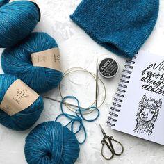 Мой цвет этой осени #марсала и #петроль ♥️♥️♥️даже скорее не мой, а моих заказчиц И пожалуй соглашусь с ними, очень красивые насыщенные оттенки♥️ • Шапочка готова, начинаю бактус • • Всем красивой и теплой осени ~~~~~~~~~~~~~~~~~~~~~~~~~~~~~~~~~~ #handmade #knit #ilove_knitting #knitwear #knitting #ручнаяработа #вязаныеаксессуары #вяжутнетолькобабушки #шапкаснуд #шапкавязаная #снудспицами #шапкаскосами #вязанаяшапка #шапкаспомпоном #шапка #шапкабини #шапкатыковка #вязаниеспицами...