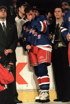 On April 18, 1999, Wayne Gretzky played his final NHL game, closing out the season with the New York Rangers. (Ezra Shaw/Getty Images)