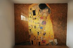 Wordrobe with photo Gustav klimt the kiss great idea of decorating room
