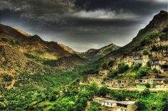 Kordestan Province, Iran. Kurdistan Province is one of the 31 provinces of Iran. It is located in the west of Iran and bound by Iraq on the west, the province of West Azerbaijan to its north, Zanjan to the northeast, Hamedan to the east and Kermanshah to the south. (V)