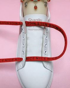 Diy Clothes Life Hacks, Diy Clothes And Shoes, Clothing Hacks, Ways To Lace Shoes, How To Tie Shoes, Ways To Tie Shoelaces, Shoe Lacing Techniques, Diy Fashion Hacks, Diy Crafts For Girls