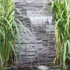 Wasserfall im Garten-Schwimmteich-Gartenfiguren-Stein-Voegel ...