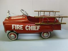 http://www.stagecoachtoys.com/ProdImages/WSProdLG_VINTAGE%20FIRE%20CHIEF2%20PEDAL%20CAR.JPG                                                                                                                                                                                 Mais