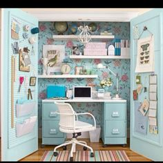 Craft nook out of a closet!  This is amazing :)
