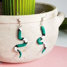 This Green Snake Earrings will definitely make a statement! If You like snakes and reptiles or looking for the perfect gift for a snake lover, then You came to the right place! Snake Earrings, Animal Earrings, Snake Jewelry, Black Earrings, Dangle Earrings, Stainless Steel Earrings, Hippie Boho, Reptiles, Turquoise Necklace