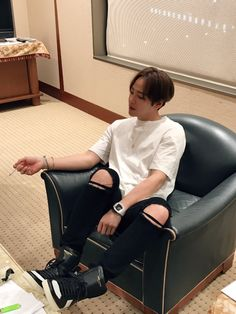 Jang Keun Suk — Line Translator:170323 gift Yokohama days.  That...