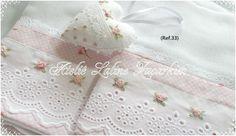 Ateliê Laline Zacarkim: Fralda bordada a mão..(.Ref.33) Baby Sheets, Baby Bedding Sets, Baby Embroidery, Embroidery Stitches, Love Sewing, Baby Sewing, Baby Drawer, Smocked Baby Clothes, Sewing Crafts