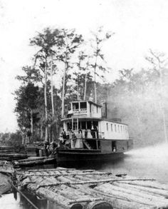 "River steamboat ""Okahumkee"" during a stop along the St. Vintage Florida, Old Florida, Miami Florida, Great Lakes Ships, Steam Boats, Old Country Stores, Paddle Boat, Old Boats, Canal Boat"