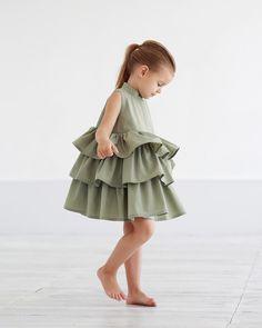 Ну это же ...и не иначе ) • Состав: 100% хлопок. • Размеры : 92,98,104,110,116,122,128. • Цена: 5000. • Цвет: чёрный , пыльный хаки. • Все вопросы и оформление заказа в W/A : +79126365902 . • Доставка по всему #miko_D0033#miko_kids #conceptkidswear #forkids #clotheslikefeelings #❤️