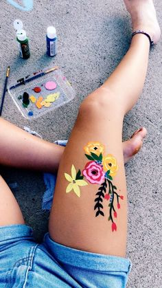 Body painting is a low-commitment way to try out a tat—so get some skin in the game! (Searches for body painting The post Body painting is a low-commitment way to try out a… appeared first on Woman Casual - Tattoos And Body Art Body Painting Tumblr, Paintings Tumblr, Irezumi Tattoos, Marquesan Tattoos, Henna Tattoo Designs, Tattoo Ideas, Photo Pour Instagram, Body Paint Cosplay, Leg Painting