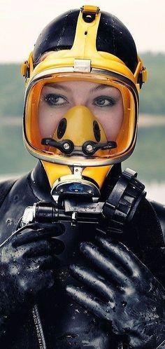 Women's Diving, Diving Helmet, Deep Diving, Scuba Diving Gear, Diving Suit, Scuba Bcd, Gas Mask Girl, Scuba Diving Equipment, Snorkel Mask