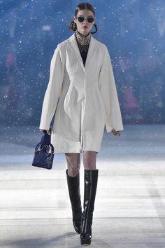 Dior pre-fall 2015-2016 à Tokyo www.lebazardestendances.com