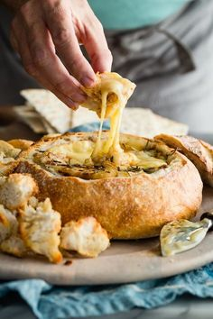 The ultimate holiday party appetizer. Baked Brie in a Sourdough Bread Bowl! The ultimate holiday party appetizer. Baked Brie in a Sourdough Bread Bowl! Holiday Party Appetizers, Snacks Für Party, Holiday Parties, Wine Parties, Party Nibbles, Halloween Appetizers, Holiday Cocktails, Party Drinks, Brie Au Four