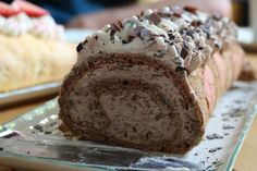 Chocolate Swiss Roll- Schokoladen-Biskuitrolle Fast strawberry and chocolate biscuit rolls with guaranteed success - Dessert Simple, Italian Desserts, Easy Desserts, Egyptian Desserts, Chocolate Swiss Roll, Bread And Butter Pudding, Basic Cake, Types Of Bread, Chocolate Biscuits