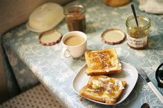 Simple breakfast: buttered cinnamon toast, jam and coffee! Easy Like Sunday Morning, Morning Light, Lazy Morning, Sunday Brunch, Crepes, Aesthetic Food, Recipe Of The Day, Just In Case, Food Photography