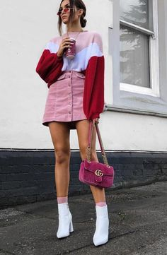 33 Looks con Botas Blancas para Lucir como Toda una 'Fashion Girl' 33 Outfits with White Boots to Look Like a 'Fashion Girl' Pink Outfits, Mode Outfits, Chic Outfits, Trendy Outfits, Vintage Outfits, Outfits By Color, Outfits For Girls, Pink Shoes Outfit, Color Blocking Outfits