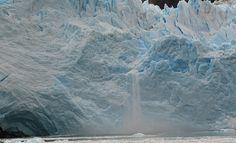 Ice fall http://101lugaresincreibles.com/2015/01/35-fotos-que-confirman-que-la-patagonia-austral-se-parece-los-paisajes-de-la-era-del-hielo.html