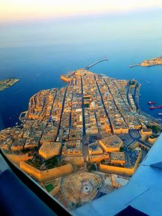 Malta Places to Visit Malta Places to Visit Accédez à notre site beaucoup plus d'informations Capital Of Malta, Star Fort, Malta Beaches, Places To Travel, Places To Visit, Malta Valletta, Malta Gozo, Malta Island, Holiday Destinations