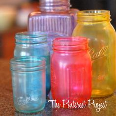DIY Colored Jars - food coloring and mod podge, and spray with sealant afterward. Let 24 hrs to dry. Crafty Projects, Diy Projects To Try, Crafts To Do, Home Crafts, Mod Podge Crafts, Pots, Pinterest Projects, Bottles And Jars, Glass Jars