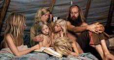 Images édifiantes d'une communauté hippie Américaine Dans les années 1960 et 1970, un groupe de femmes qui étaient insatisfaites de la société et des hommes