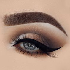 How To Apply Eyeshadow – Step-By-Step Tutorial Step 1: It's All About That Base Prepping the eye area is extremely crucial since it's all about that base (Meghan Trainor might be talking about a different kind of base, but she's not wrong!). Start by cleaning the area around the …