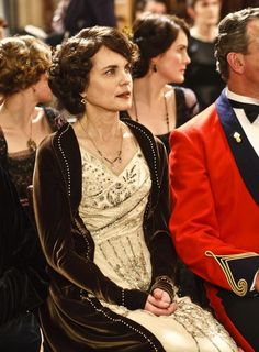 Elizabeth McGovern as Cora Crawley, Countess of Grantham in Downton Abbey (TV Series, 2011).