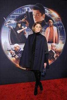 Overknee-Stiefel in Lackleder? Ja, das kann auch elegant sein. Wenn sie richtig kombiniert werden - zum Beispiel wie bei Olivia Palermo mit weitem Cape und dunklen Farben.