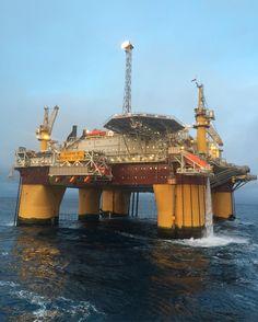 #norway #offshore #offshorelife #åsgard #B #platform #vessel #remocean #dreamchasersnorway #nortrip #nrkvestfold #landscapeofnorway #norge_fotografer #norgesfototalenter #mittnorge #ig_Scandinavia #sunday by siv_lea