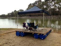 Amazing Diy: Portable Pontoon Using Old Pallets and Old Blue Drums  #deck #drum #pontoon #pool #water Summer season is here, and some of you thought it would be great to spend the whole warm summer day on the water. It seems like these young guys turne...