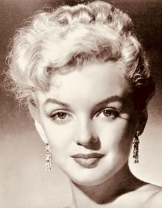 Hollywood Glamour, Hollywood Stars, Old Hollywood, Marilyn Monroe Quotes, Marylin Monroe, Lee Strasberg, Magic Women, Actor Studio, Gentlemen Prefer Blondes