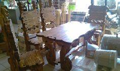 Комплект стол с изображением лесного духа на крышке и четыре стула.