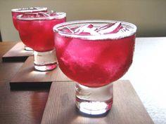 Es muss nicht immer purer Kirschsaft sein. In diesem Fall ist ein erfrischender Cocktail daraus geworden.
