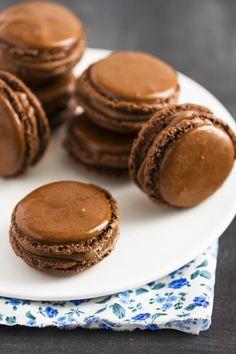 """""""I miei primi Macaron"""" con ganache al #cioccolato. Trucchi, #ricette e consigli per ottenere dei macaron perfetti. Prima parte della #macaron #adventure - #Chocolate macaron. #Tips and #recipes for getting the perfect macaron - chocolate #ganache"""
