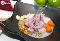 Cómo preparar ceviche o cebiche peruano con pescado al estilo clásico. Uno de los platos más famosos de la cocina peruana, en este caso con corvina y leche de tigre. Preparación paso a paso y fotos.