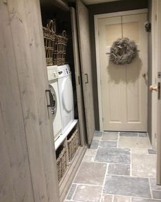 √ Farmhouse Laundry Rooms With Smart Organized Setup - When you're something like me then the laundry room is almost definitely among the many least favourite rooms in your entire residence. Interior Design Living Room, Living Room Designs, Küchen Design, House Design, Farmhouse Laundry Room, Laundry Rooms, Laundry Room Design, Kitchen Flooring, Inspiration