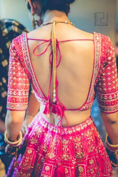 blouse designs latest Backless blouse design not just unleashes sexiness but also makes you look confident. No Woman can ever deny that, yes, its a fact! This is why designers are Blouse Back Neck Designs, Fancy Blouse Designs, Bridal Blouse Designs, Choli Blouse Design, Saree Blouse Designs, Blouse Patterns, Indian Blouse Designs, Lehenga Designs, Blouse Styles