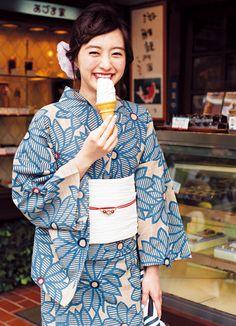 Japanese Yukata, Japanese Outfits, Japanese Girl, Japanese Geisha, Japanese Culture, Japanese Style, Yukata Kimono, Kimono Dress, Kimono Japan