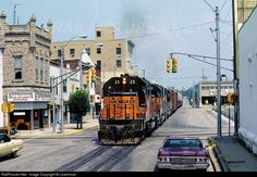 Online railroad photo database, featuring thousands of high-quality photographs of trains, railroads, railroad scenes, and more. Street Run, Street View, Locomotive, Bedford Indiana, Union Pacific Train, Milwaukee Road, Bonde, Railroad Photography, Train Pictures