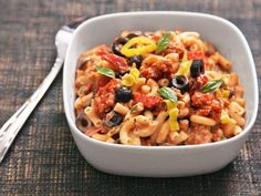 A quick and easy creamy stovetop macaroni and cheese variation with all the flavors of a fully loaded pizza. Macaroni N Cheese Recipe, Cheese Recipes, Pasta Recipes, Macaroni And Cheese, Serious Eats, Frozen Peas, How To Cook Pasta, Pasta Salad, Pizza