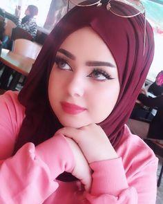 Girl in Hijab Beautiful Muslim Women, Beautiful Hijab, Hijabi Girl, Girl Hijab, Arab Girls, Muslim Girls, Arabian Beauty Women, Moslem, Muslim Beauty